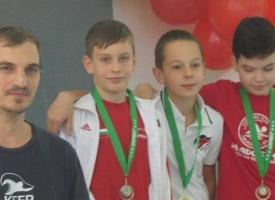 """Пловдив: СК""""Шампион"""" с купа за най-добър плувец , златен и два сребърни медала"""