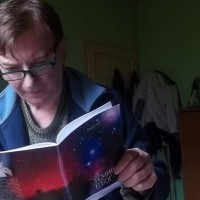 """""""Усмивката е Бог"""" – новата стихосбирка на Борислав Петров"""