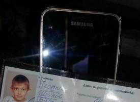 Браво! Майка намери телефон и лична карта на дете, вещите са върнати