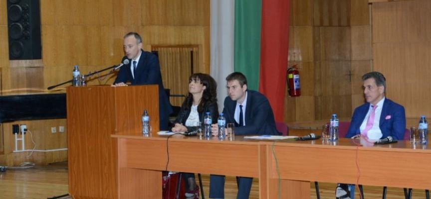 Министър Вълчев препоръча коректен диалог със синдикатите