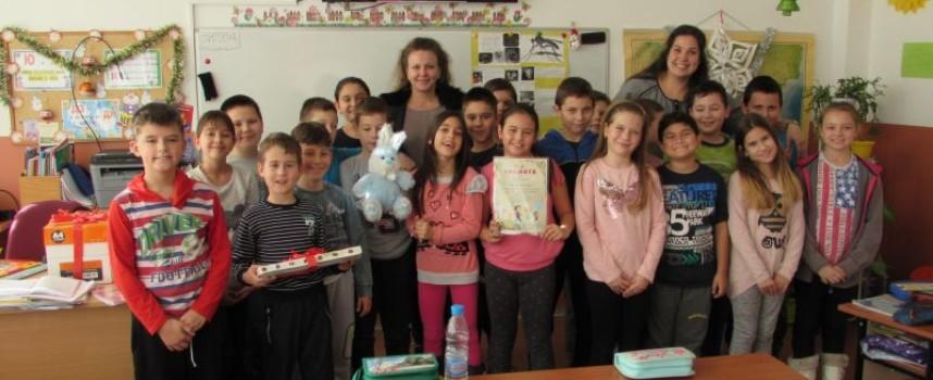 Деца откриха изложба в Комплекса за социални услуги