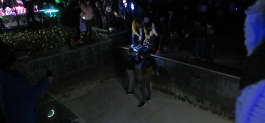 Жена падна в шадравана, извадиха я ромски момчета и алпинист