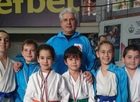 """Девет шампионски титли и 32 медала от Националното по карате завоюва СК""""Тонус-Спорт"""""""