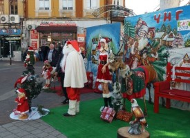 На Колоната: Превърнаха манекен от магазин в руса Снежанка
