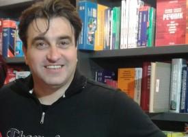 Александър Урумов: Не е нужна сила, за да гушнеш някого – нужна е слабост