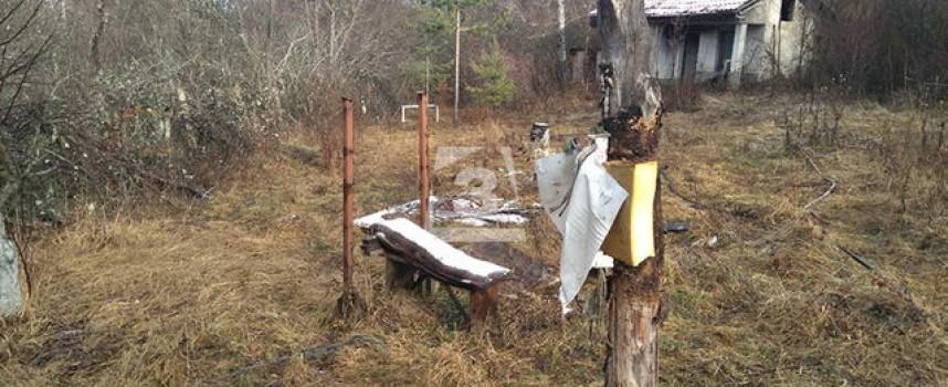 Командоси и полиция търсят шесторния убиец, той тренирал стрелба в двора на вилата си