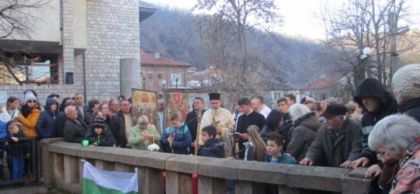 Брацигово: 35-годишният Пейчо Малинов улови кръста в Умишка