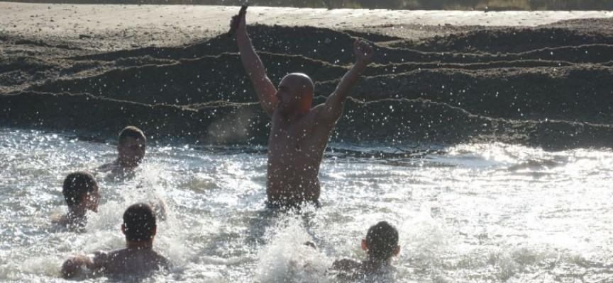 Пазарджик: Баща на две деца улови кръста в Марица