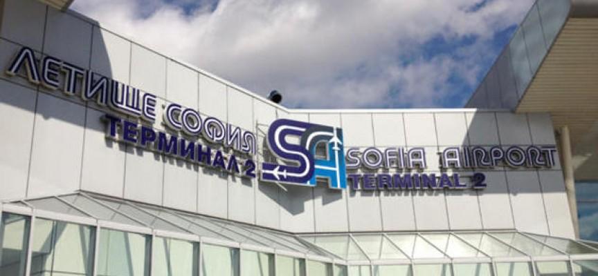 Сигнал за бомба опразни терминалите на летище София