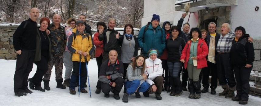 """Въпреки студа: Туристите от ТД """"Незабравка"""" откриха сезона"""