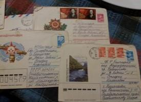 Разглеждаш ли си старите писма? За силата на фейсбук и завръщането в миналото