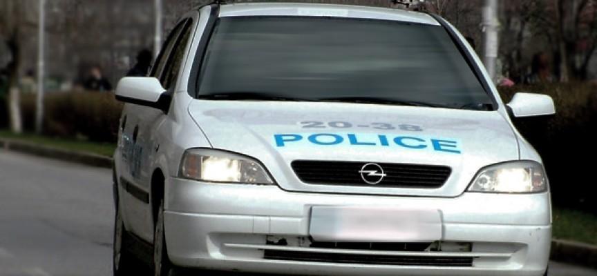 В страната: Мъж пробва да влезе с кола в къщата на тъщата, жена наби мъжа си с чиния