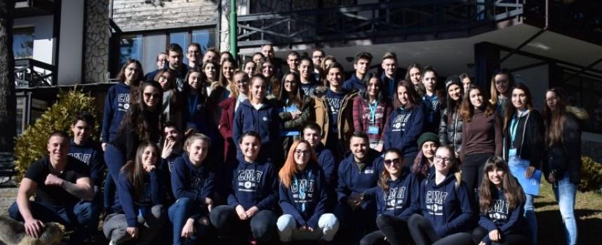 Младежите от Съвета за младежка политика с обучение по етикет и протокол