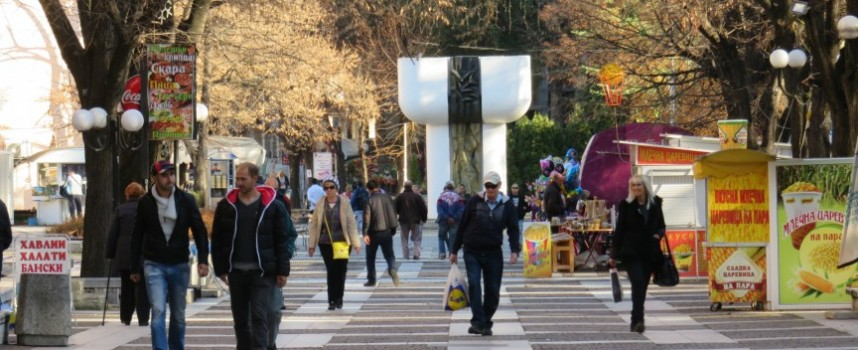 Велинград: Апаш задигна 38 лева, разби склад