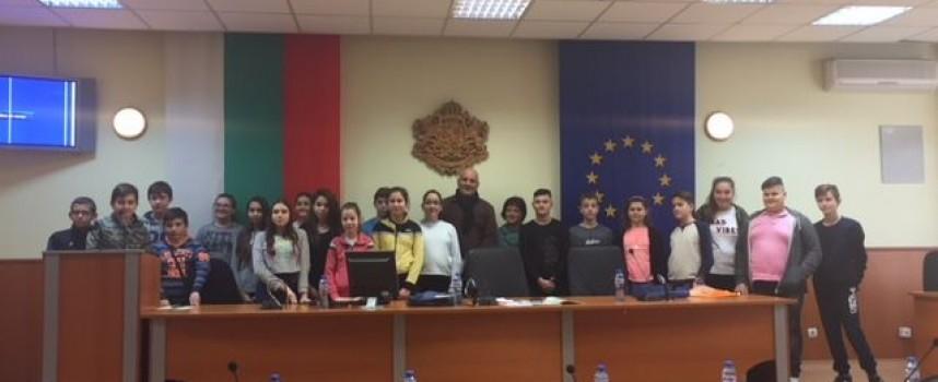 """Деца от ОУ """"Климент Охридски"""" се превърнаха в общински съветници за час"""
