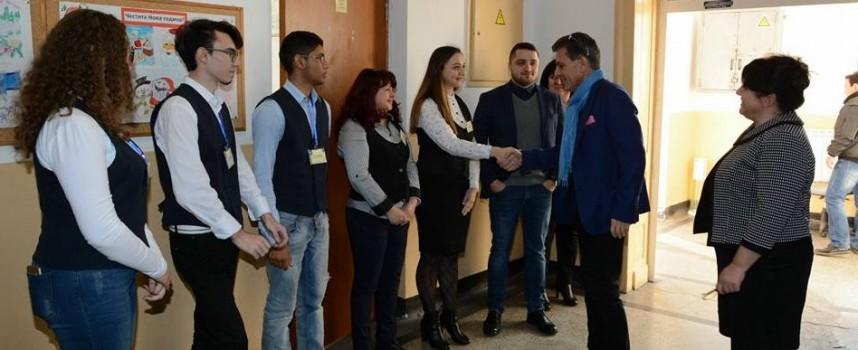"""""""Аксаков""""-ци с видео покана към Симеон Сакскобургготски за """"Коридора на Европа"""""""