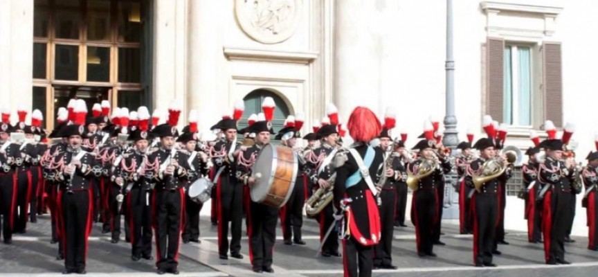 Карабинерски оркестър свири на лесичовци за 3-ти март