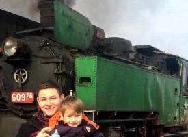 Теснолинейката потегли с ретро локомотива, немци се радват на пейзажите