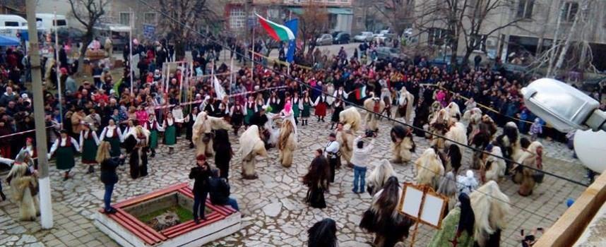 УТРЕ: Джумали гонят злото в Калугерово и Бъта, тази вечер огньове палят в Септември
