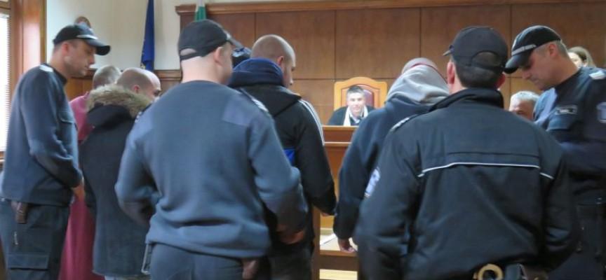 Районният съд остави в ареста обирджиите на казиното