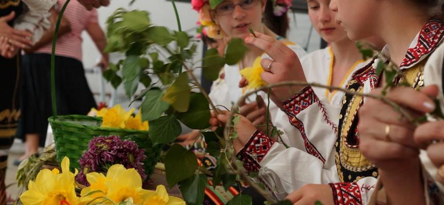 Цветница е! След седмица е Великден, днес празнуват над 3300 именици в община Пазарджик