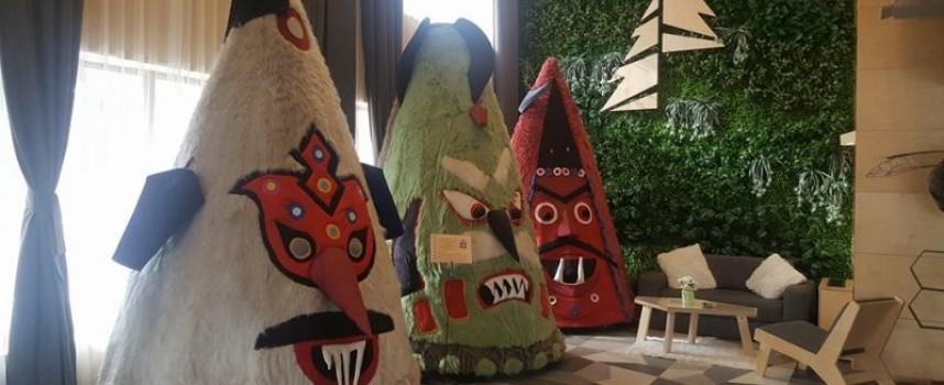 """Пътуващата изложба """"Гигантските маски на Кукерландия"""" гостува във Велинград"""