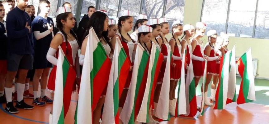 С турнир по волейбол младежите от БСП в област Пазарджик отбелязаха Трети март