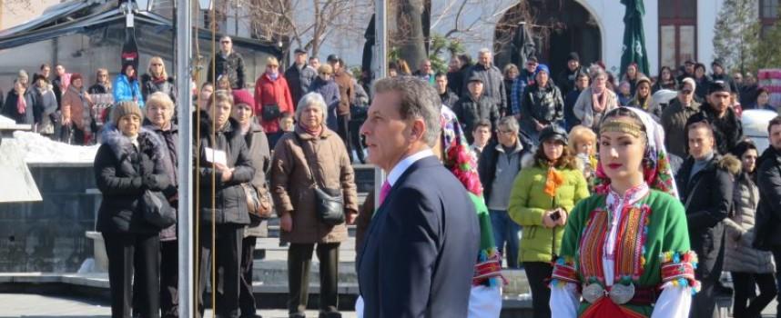 "На Трети март: Заедно пеем химна на пл. ""Константин Величков"""
