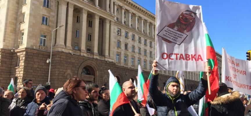 """""""Възраждане"""", """"Българска пролет"""" и БСП сложиха началото на поредица от протести за сваляне на властта"""