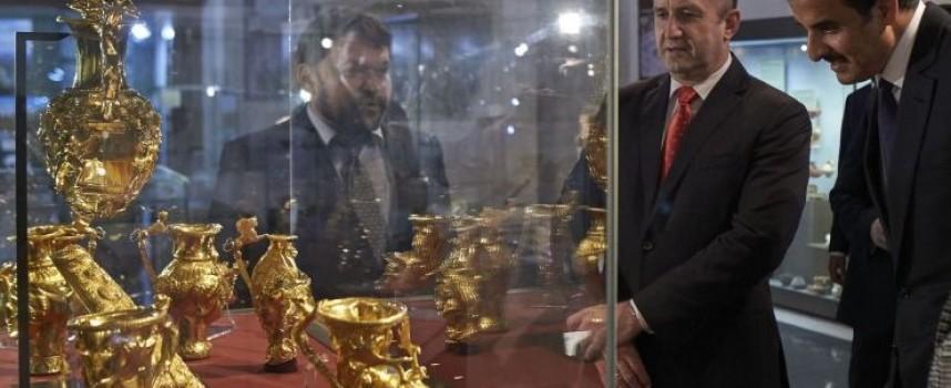 Президентът показа на емира на Катар Панагюрското съкровище