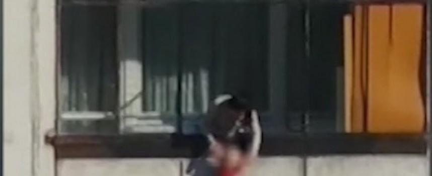 Ужас! Столичанка провеси бебето си от осмия етаж