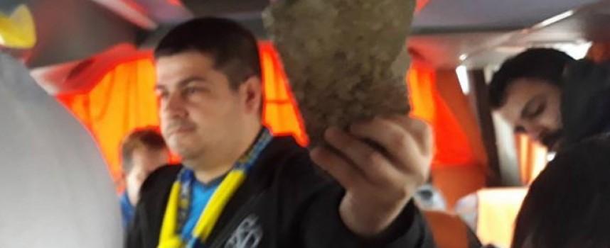 На магистралата: Ултраси от ЦСКА потрошиха стъклата на автобус пълен с фенове на Левски