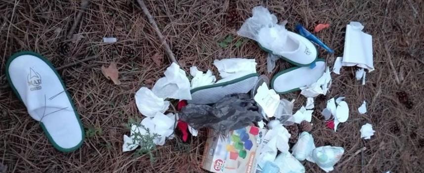 Читателска връзка: Велинградски хотел си хвърля боклуците в гората, срам за СПА-столицата