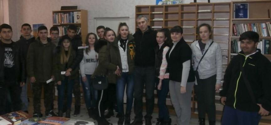 Мирослав Стоянов с лекция за безопасното сърфиране в Интернет и фалшивите новини в библиотеката