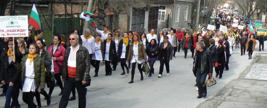 """""""Пролетно хоро"""" започна днес във Велинград, Мариам Маврова пее на площада следобед"""