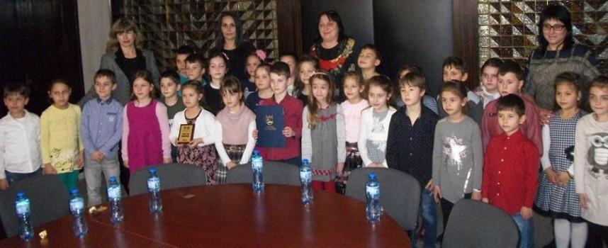 """Първокласници от НУ """"Васил Друмев"""" са """"Клас на месец март"""""""