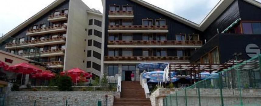 """Проверяваният във Велинград хотел е """"Селект"""", установили са маломерни стаи, липса на сертификат за СПА център и рампа за инвалиди"""