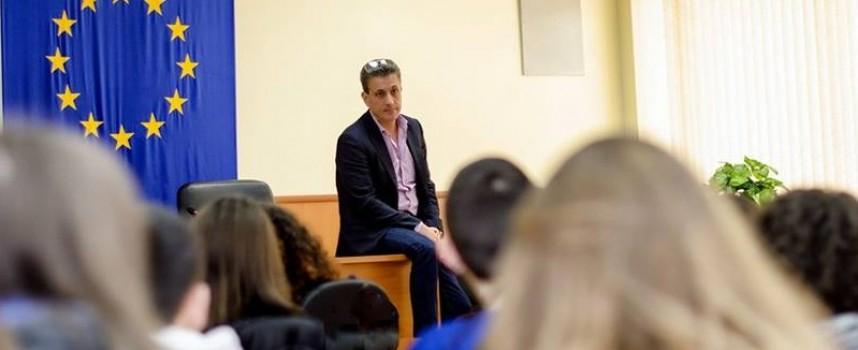 Кметът Тодор Попов към отличниците: Бъдете локомотиви, а не вагони!