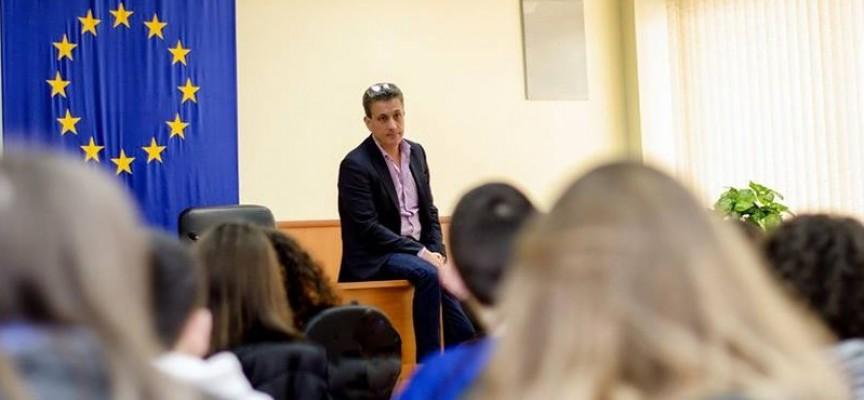 УТРЕ: Ученици дискутират толерантността в Пленарна зала