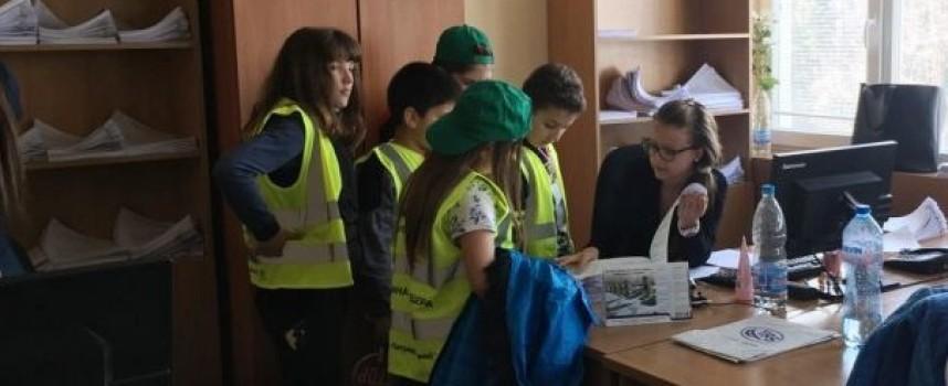 104 деца от Детските полицейски управления посетиха Академията на МВР и още места, вижте