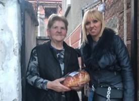 В Страстната седмица: Социалистки от Пещера подариха козунаци на самотни съграждани