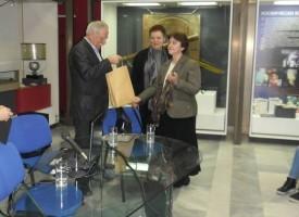 Тридесет и пет години след посещението на Георги Иванов в Брацигово, деца от гимназията отново се срещат с него