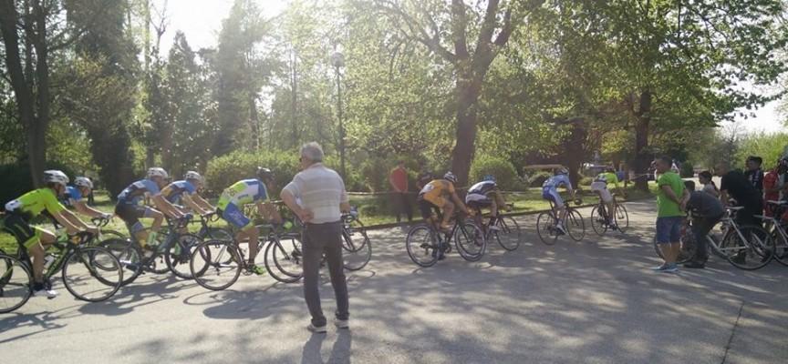 Колоездачи от цялата страна се борят днес за Купа Пазарджик