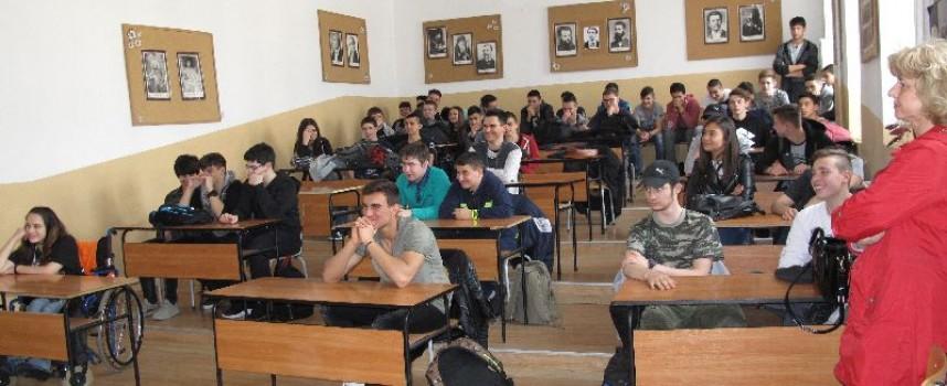 """ПМГ """"К. Величков"""" спечели иновативен проект по програма """"Еразъм+"""", включващ електронно обучение"""