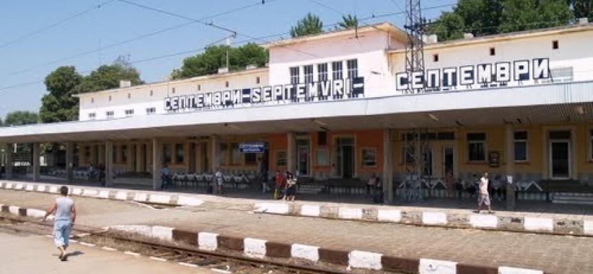 Септемврийки с 6 кг тютюн бяха задържани на гарата