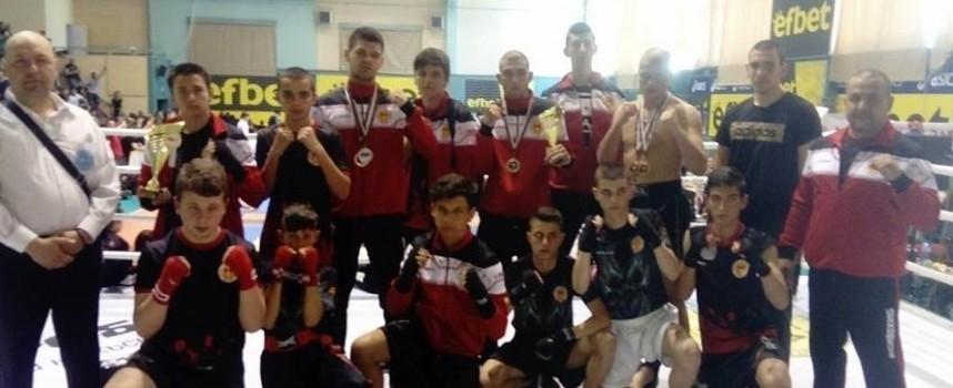 С 14 призови отличия в три дисциплини се върнаха състезателите на Спартак от турнир по кик бокс