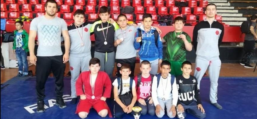 Пълен набор от награди за Спортното училище от Държавното първенство по самбо