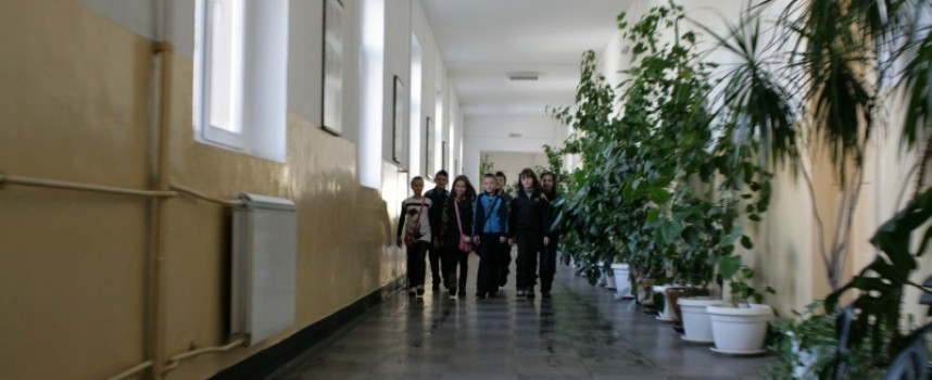 """УТРЕ: Режат лентата на реновираното СУ """"Д-р Петър Берон"""""""