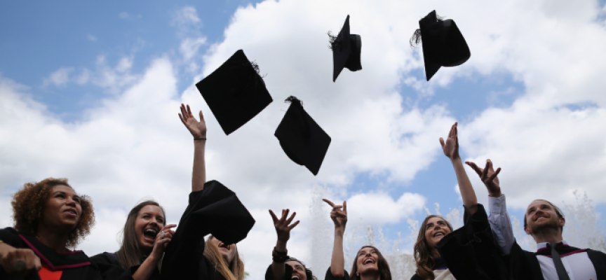 Студентите от защитените специалности няма да плащат такса