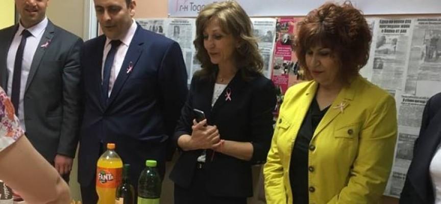 Зам.-министърът на МТСП Росица Димитрова отпразнува седмия рожден ден на Онкоцентъра